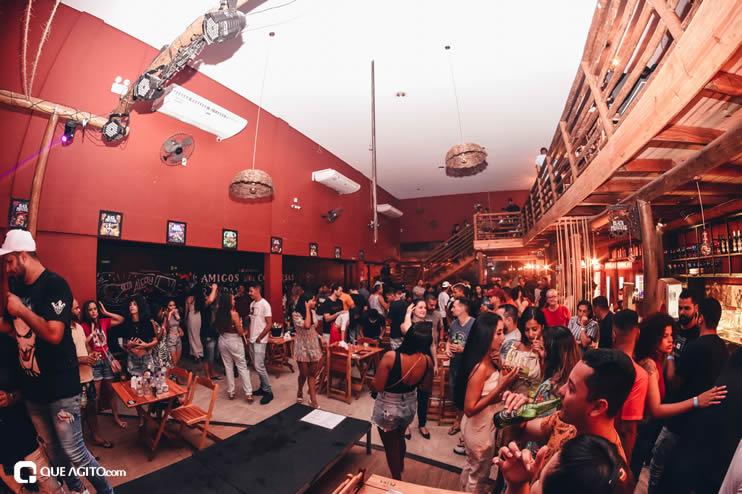 Público vai ao delírio com apresentação da dupla André Lima e Rafael na Hot 70
