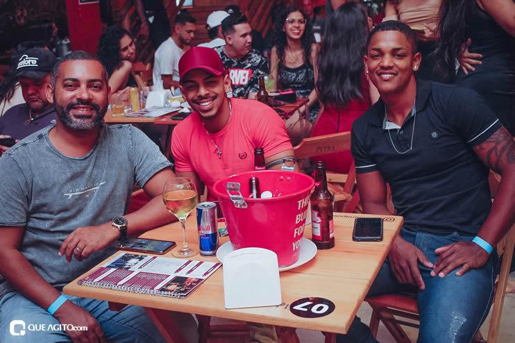 Público vai ao delírio com apresentação da dupla André Lima e Rafael na Hot 75