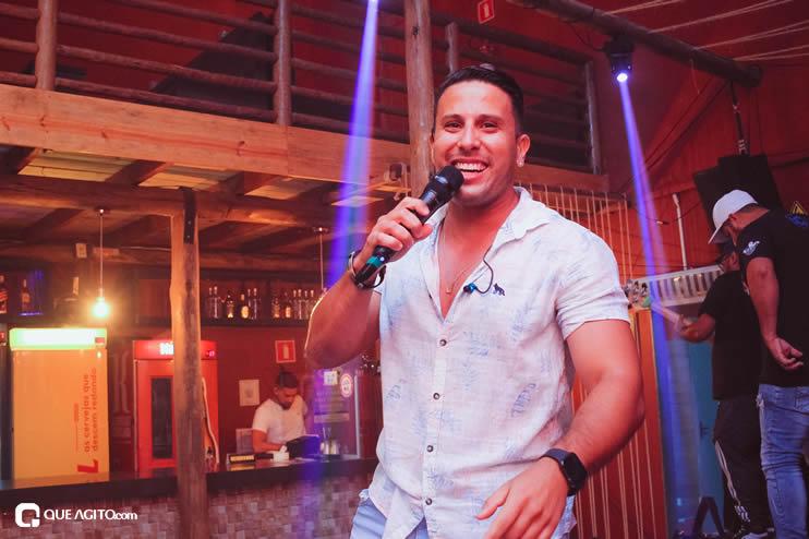 Público vai ao delírio com apresentação da dupla André Lima e Rafael na Hot 83