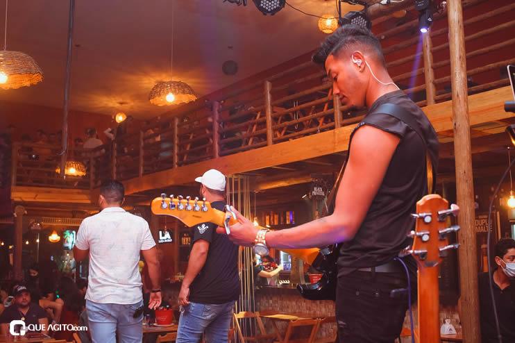 Público vai ao delírio com apresentação da dupla André Lima e Rafael na Hot 86