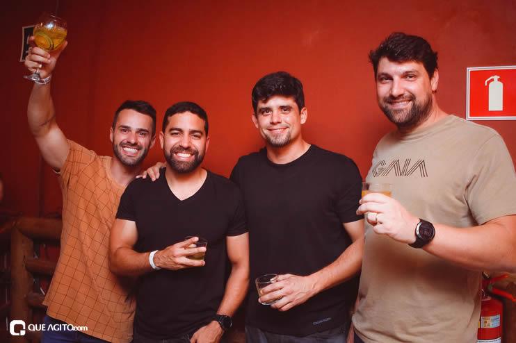 Público vai ao delírio com apresentação da dupla André Lima e Rafael na Hot 87