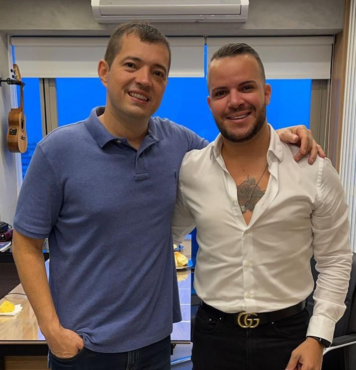 Filipe Duarte assina contrato com a Gold produtora de Ferrugem, Xande de Pilares e Tie 25