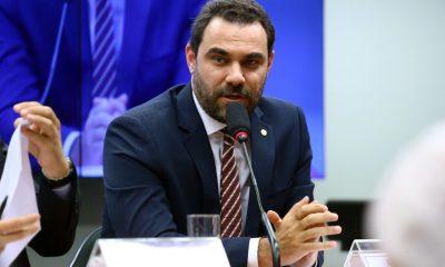 Após Eduardo Leite reduzir ICMS da gasolina no RS, Adolfo Viana sugere que governo da Bahia avalie medida no estado 15