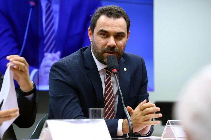 Após Eduardo Leite reduzir ICMS da gasolina no RS, Adolfo Viana sugere que governo da Bahia avalie medida no estado 23