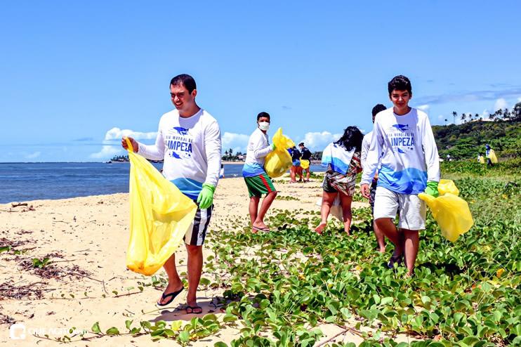 Dia Mundial de Limpeza marcado por mutirão nas praias de Porto Seguro 43