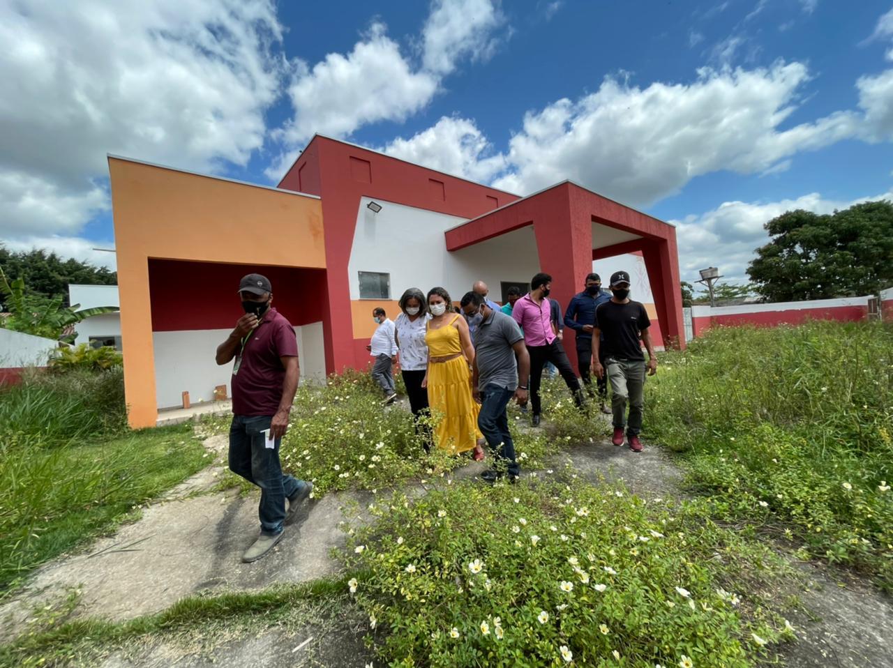 Eunápolis: Obra inacabada revela desperdício com o dinheiro público 27