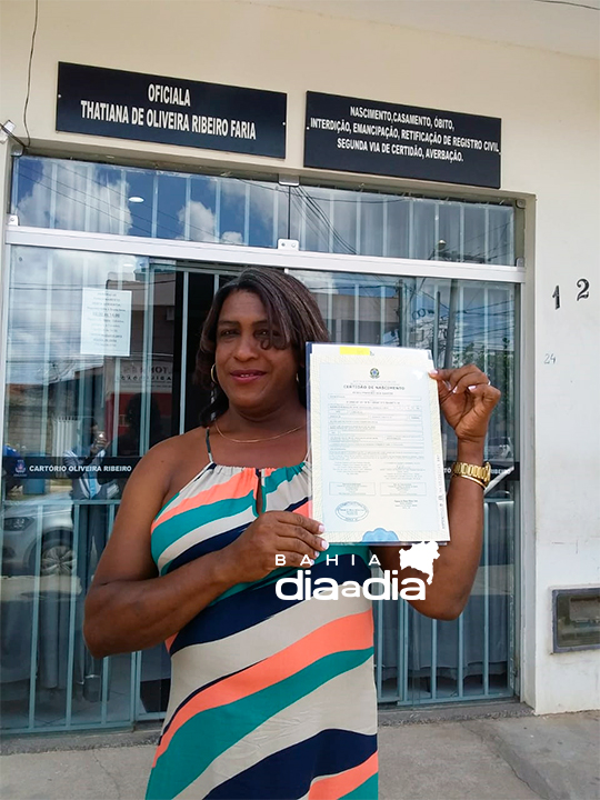 Mulher trans é a primeira de Itabela a exercer o direito de mudar nome no registro de nascimento 23