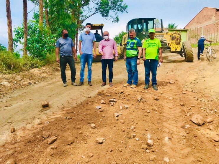 Prefeitura de Eunápolis inicia serviço de revitalização em rua para melhorar mobilidade no bairro Juca Rosa 21