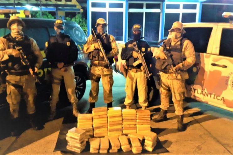 Polícia apreende drogas avaliadas em R$ 2,5 milhões durante abordagem em Eunápolis 21