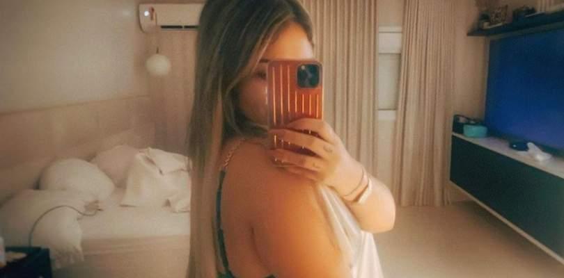Solteira, Marília Mendonça aparece de fio dental em clique ousado 23