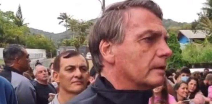 Vídeo: Bolsonaro é impedido de entrar em estádio por não estar vacinado e se revolta 23