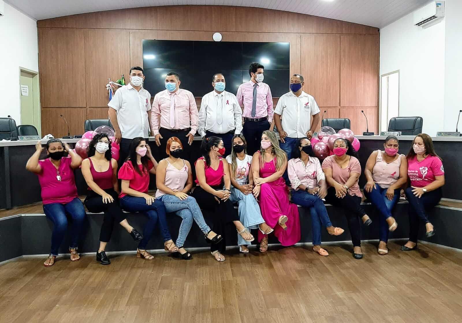 """Câmara de Eunápolis abraça campanha e """"veste"""" rosa para alertar sobre câncer 28"""