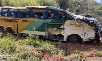 Ônibus que saiu de São Paulo para a Bahia cai em ribanceira deixa 8 mortos e 44 feridos 35
