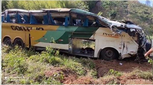 Ônibus que saiu de São Paulo para a Bahia cai em ribanceira deixa 8 mortos e 44 feridos 27