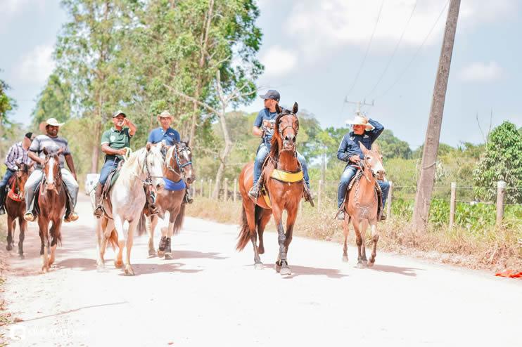 Canavieiras: Centenas de Cavaleiros e amazonas participaram da I Marcha Amigos de Ouricana 168