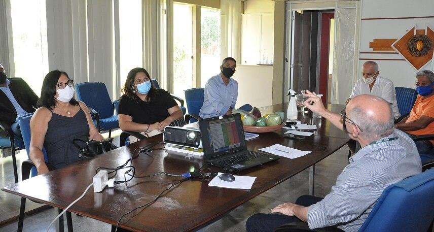 Prefeita de Guaratinga se reúne com representantes da Ceplac para discutir desenvolvimento agrícola no município 26