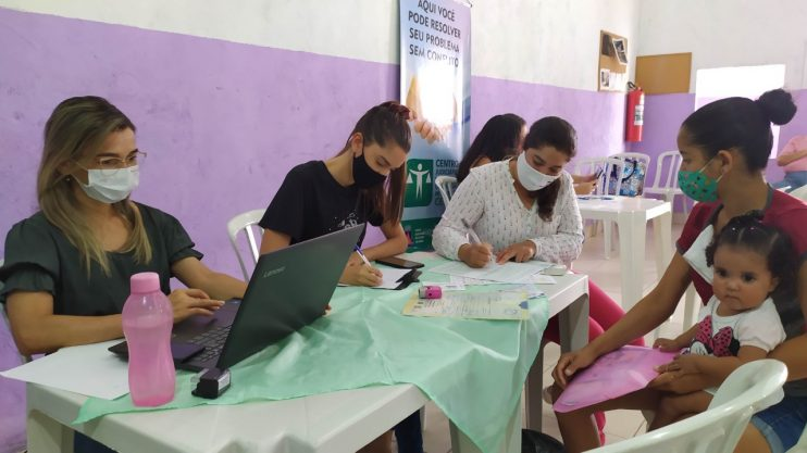 """""""Assistência Social Itinerante"""" atende cerca de 200 famílias no bairro Nacional 21"""
