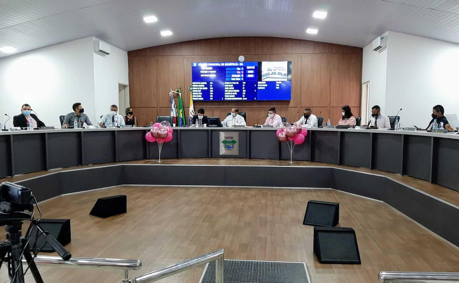 """Câmara de Eunápolis abraça campanha e """"veste"""" rosa para alertar sobre câncer 27"""