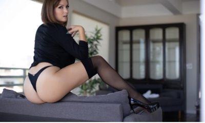 Ex-pastora da Igreja Batista vira stripper e agradece por sucesso no OnlyFans 46