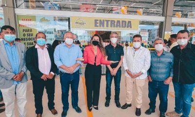 Prefeita Cordélia Torres prestigia inauguração de hipermercado em Eunápolis 7
