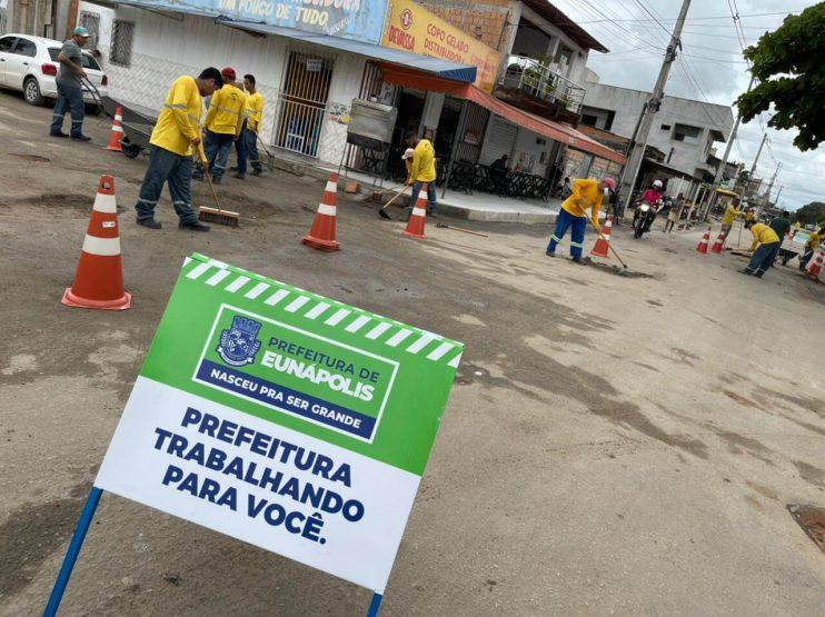 """Prefeita Cordélia Torres acompanha início da megaoperação """"Tapa-Buracos"""" no bairro Juca Rosa 22"""