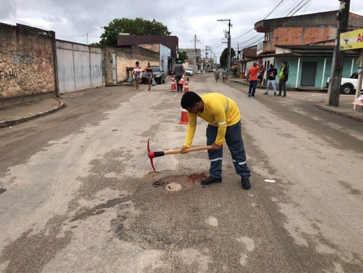 """Prefeita Cordélia Torres acompanha início da megaoperação """"Tapa-Buracos"""" no bairro Juca Rosa 25"""