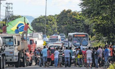 Caminhoneiros anunciam greve a partir do dia 1º de novembro se preço do diesel não baixar 8